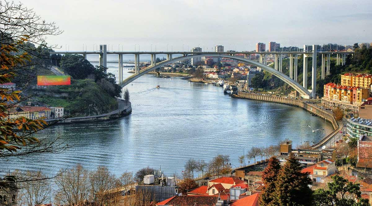 Arrabida Bridge in Porto, Portugal