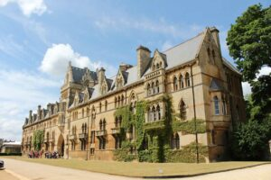 What to Expect on a Guided Tour of Oxford