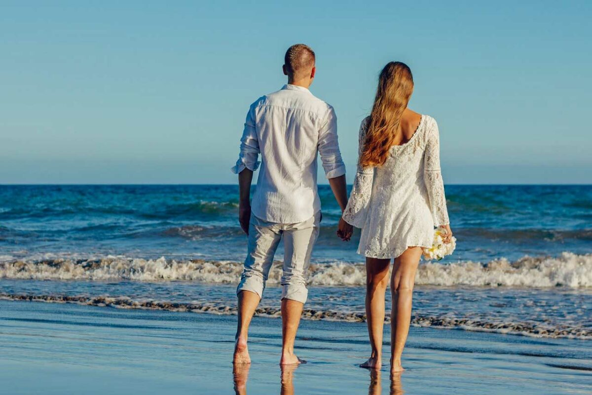 4 Wonderfully Romantic Weekend Beach Get-a-Ways for Two