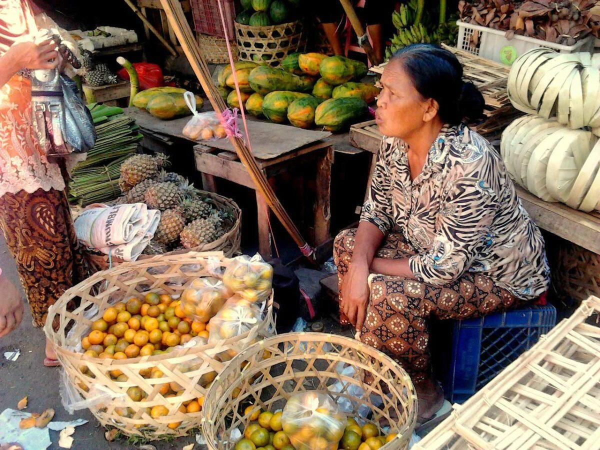 Bali woman selling fruits at a market
