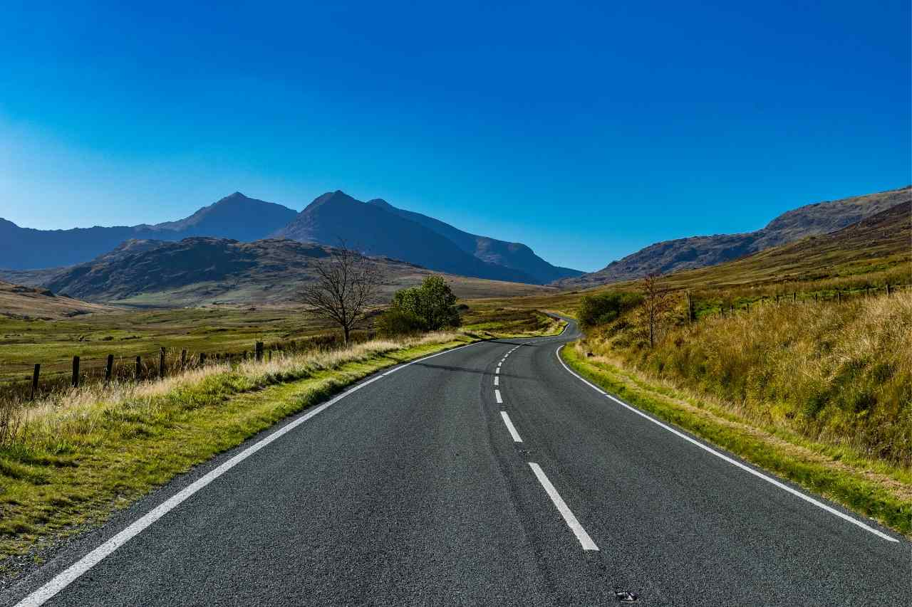 The UK's Best Roads for Travelers Who Love to Drive