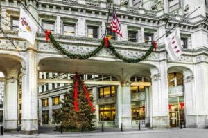 5 Must-See US Towns for a Christmas Road Trip