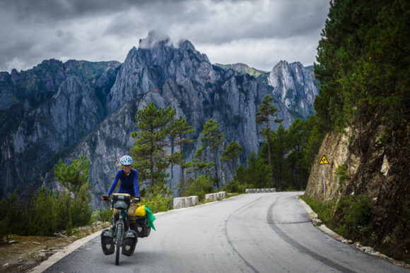 The route to the beautiful Tibetan Plateau